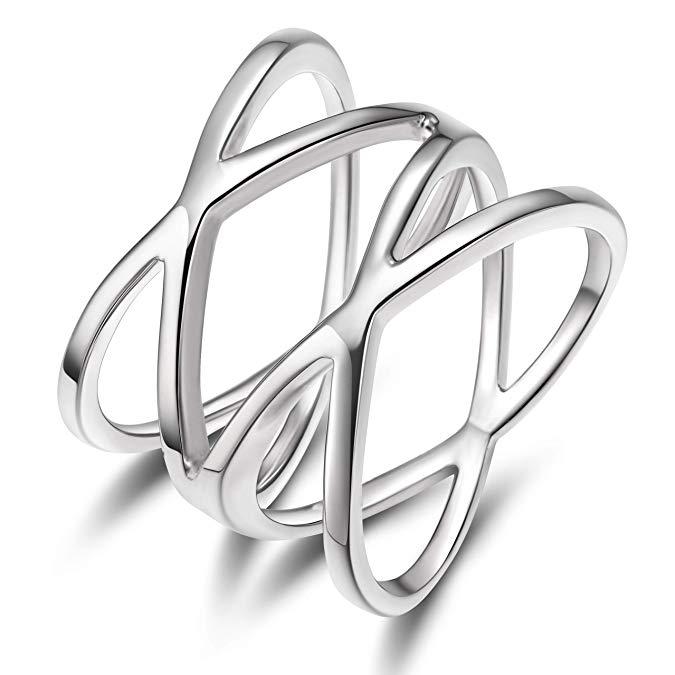 Maravilloso anillo con aros cruzados de plata