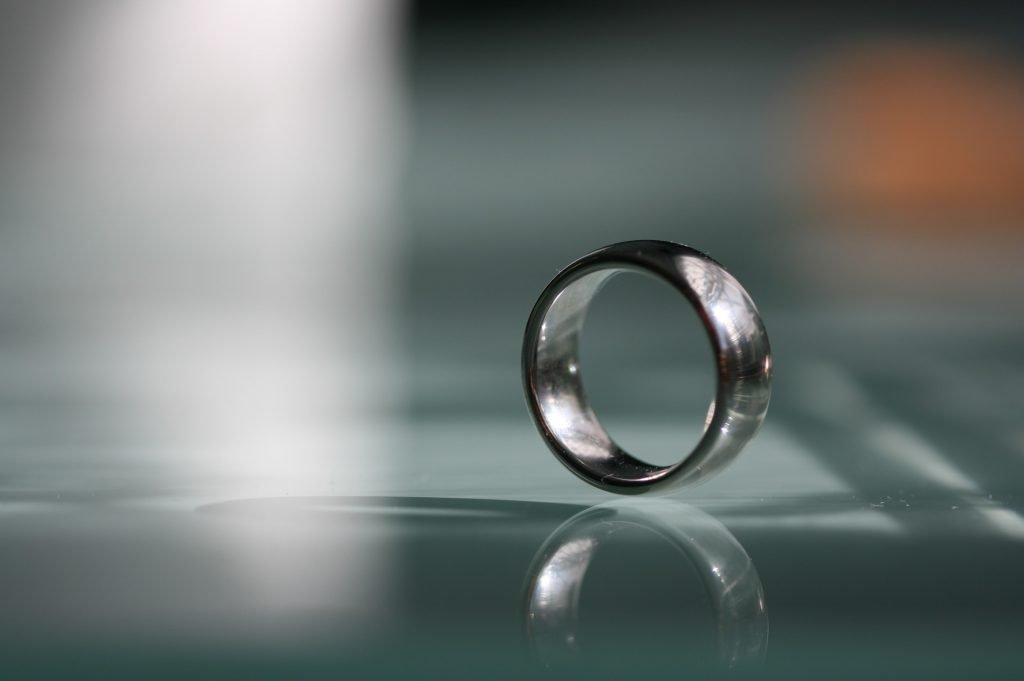 anillo de plata librador de malas energías
